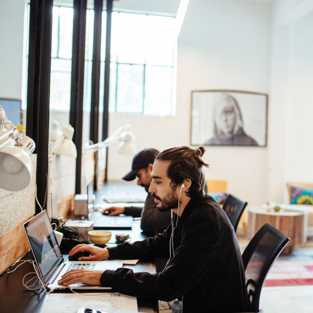 אזור עבודה משותף בחלל עבודה Workshop